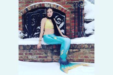 Хвост Дельфина Меджик Марина на снегу