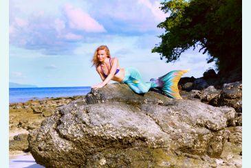 Хвост Дельфина Меджик Марина на камнях