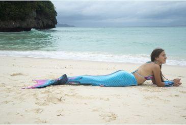 Хвост Дельфина Топаз на пляже