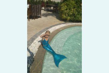 Хвост голубой блеск - русалочка в бассейне