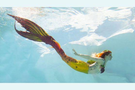 Первые ощущения при плавании в хвосте русалки