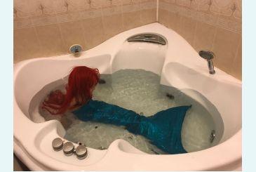 Хвост голубой блеск - русалочка в ванне