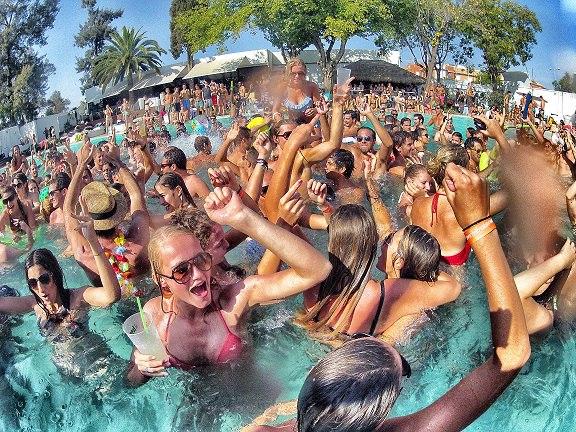 вечеринки в бассейне